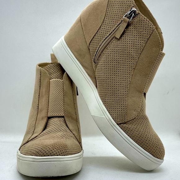 Mia sueded beige wedge sneakers 8.5
